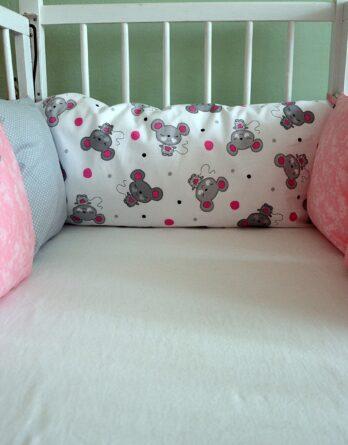 Růžový polštářkový mantinel